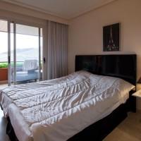 Se alquila una habitación en un piso en de Lujo en ROCA LISA